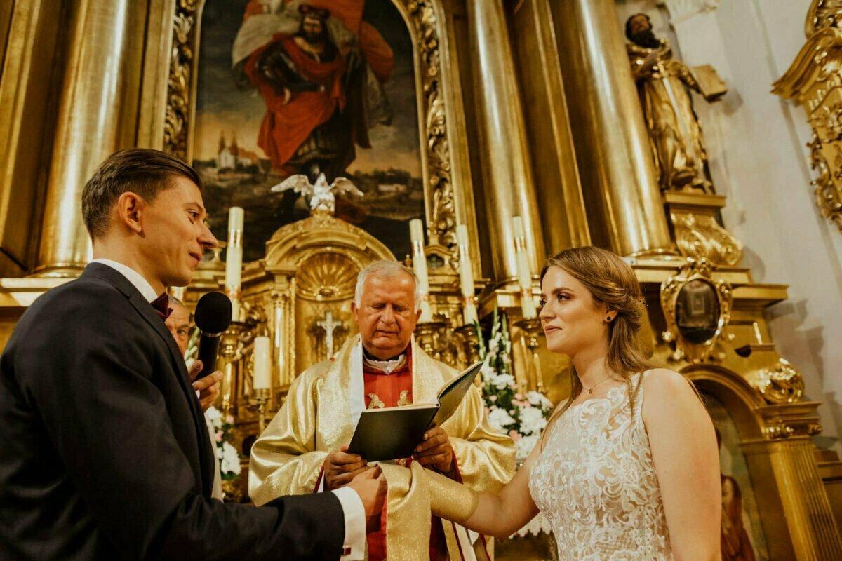 Agnieszka i Piotr rustykalne wesele hotel vinnica 0027