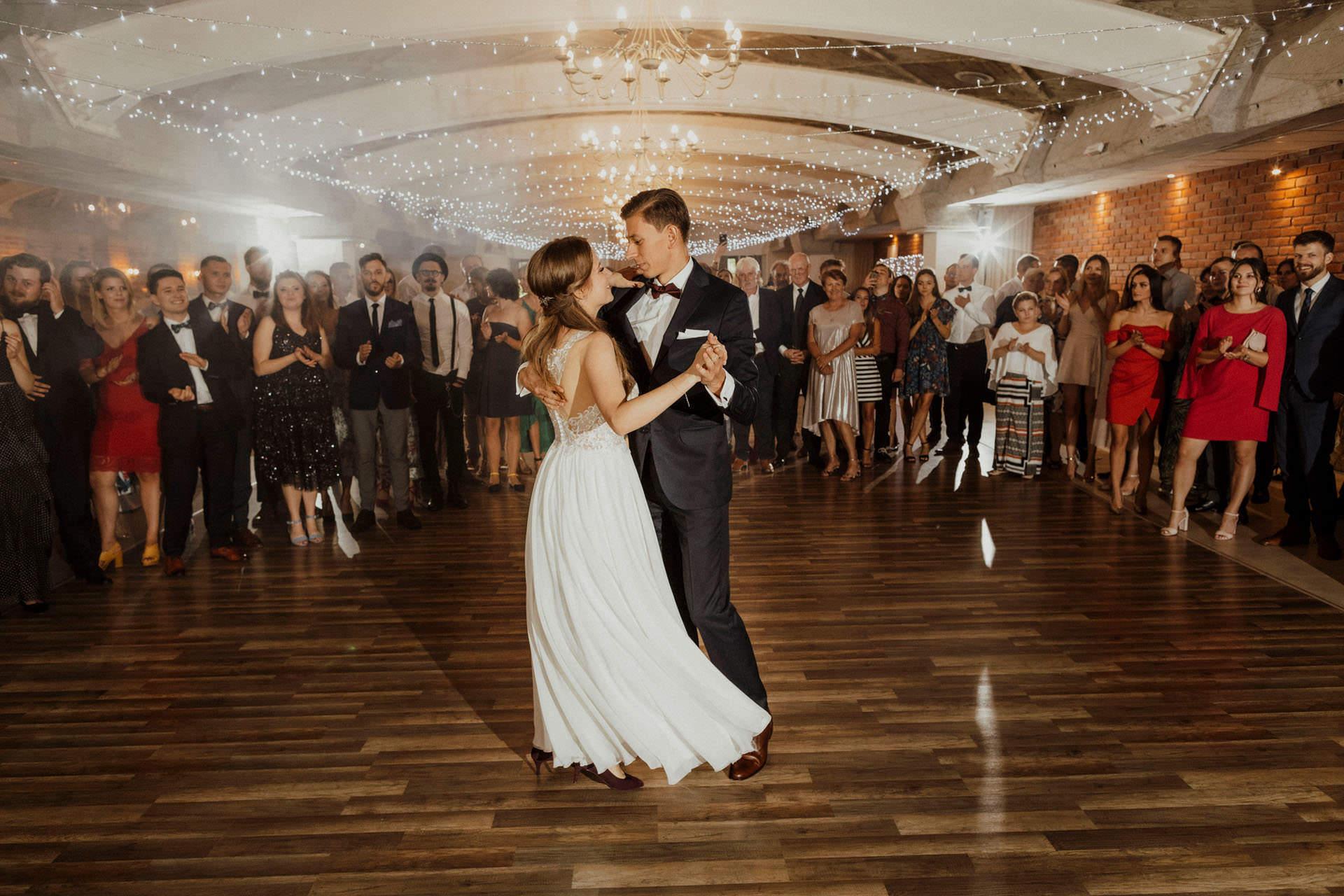 Pierwszy taniec - Rustykalne wesele Kraków - Hotel Vinnica
