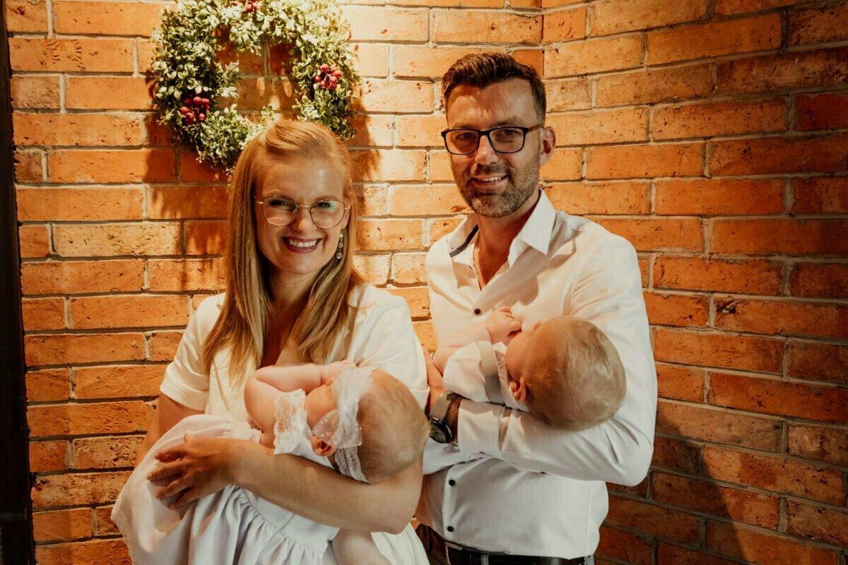 Asia i Tomcio chrzest blizniakow w krakowie 0058