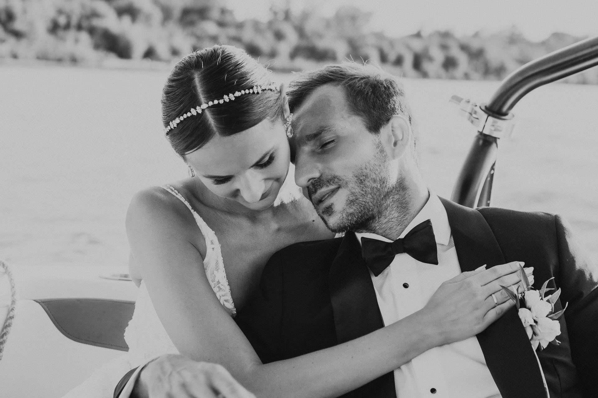 Sesja plenerowa w dniu ślubu to okazja do wyciszenia