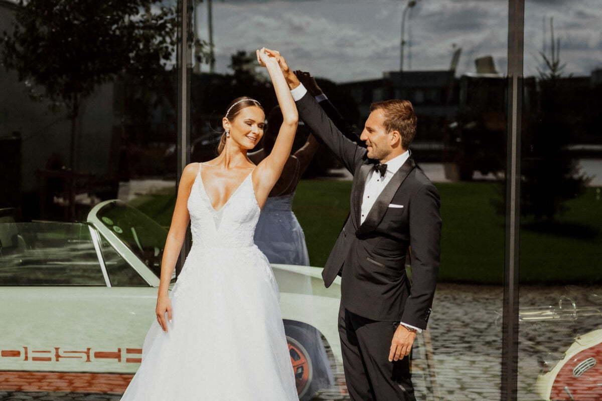 Sara i Tomek warszawski plener slubny w porsche 0006