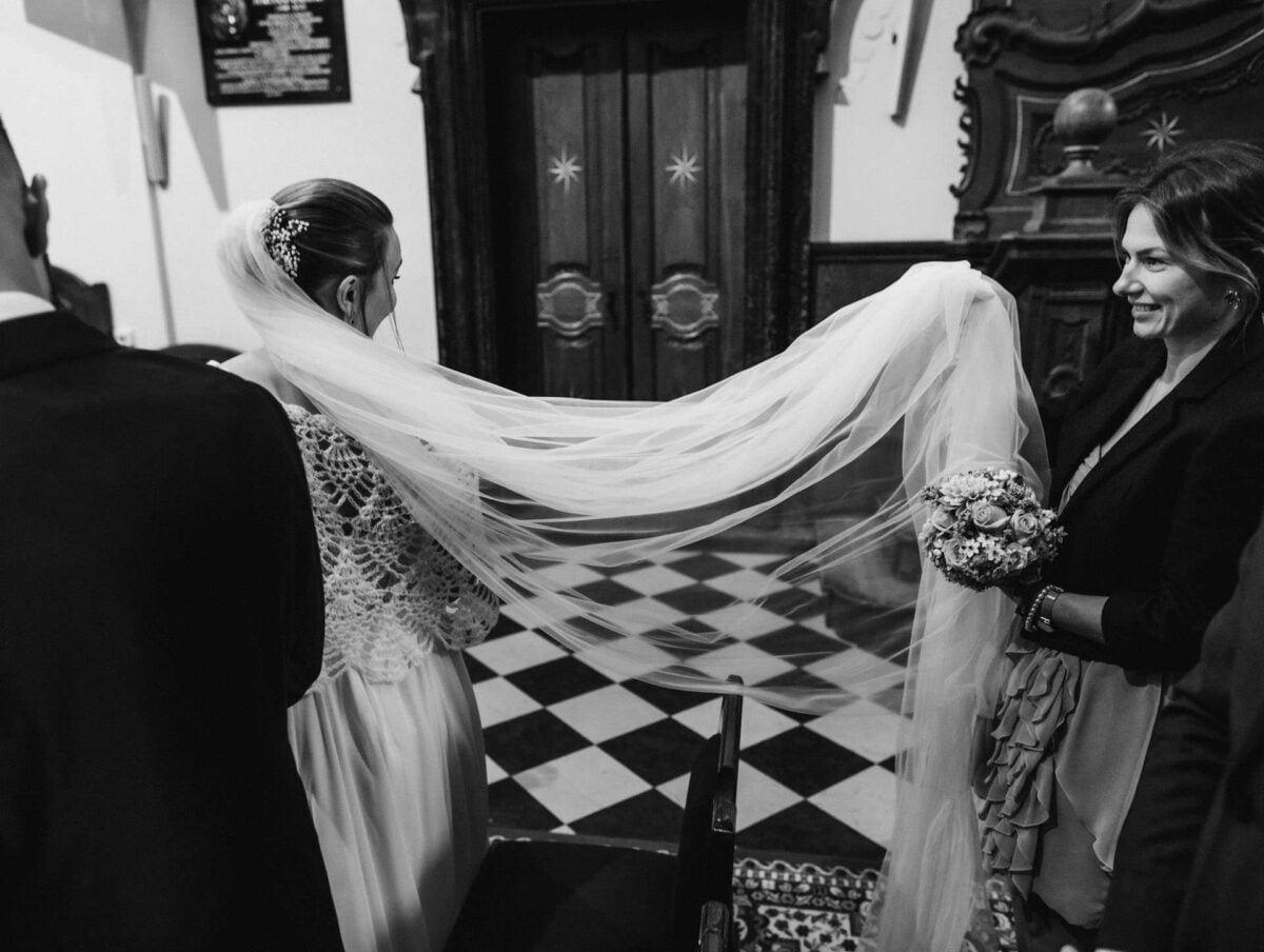 Ślub w Bazylice Grobu Bożego Miechów - welon